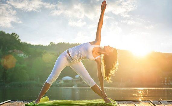 Йога Приветствие Солнцу или 5 минут, которые сделают добрым ваше утро.